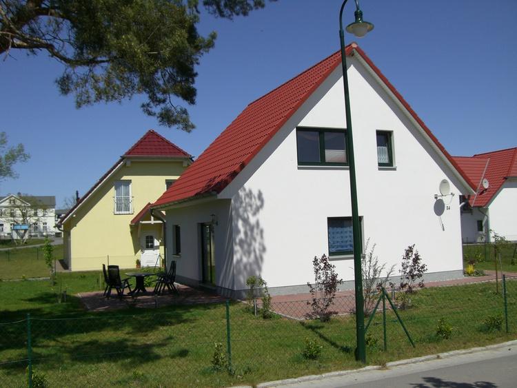 Unser Ferienhaus 200 m vom Strand entfernt mit zwei Ferienwohnungen