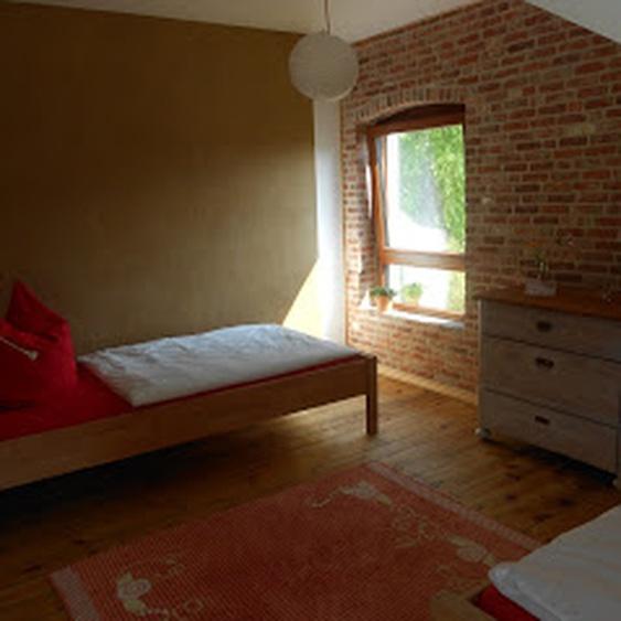 Schlafzimmer mit 2 kombinierbaren Einzelbetten