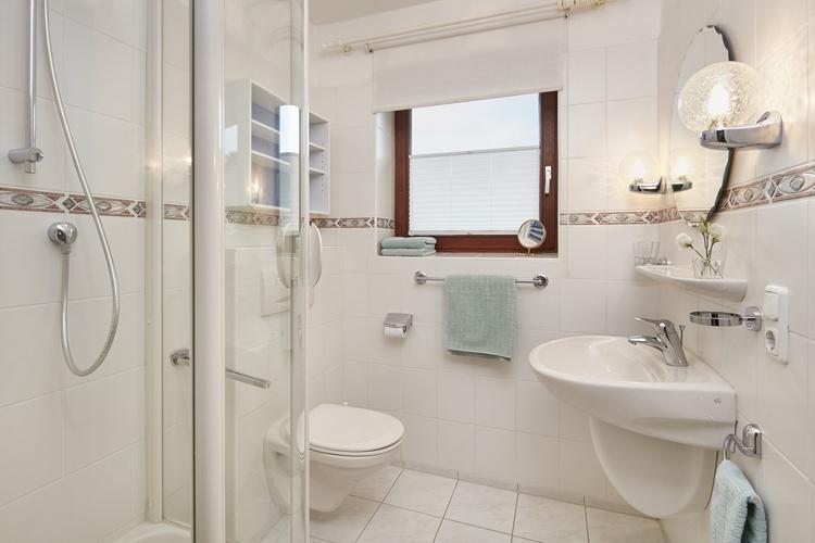 Duschbad/ WC /Waschtisch/ Fenster