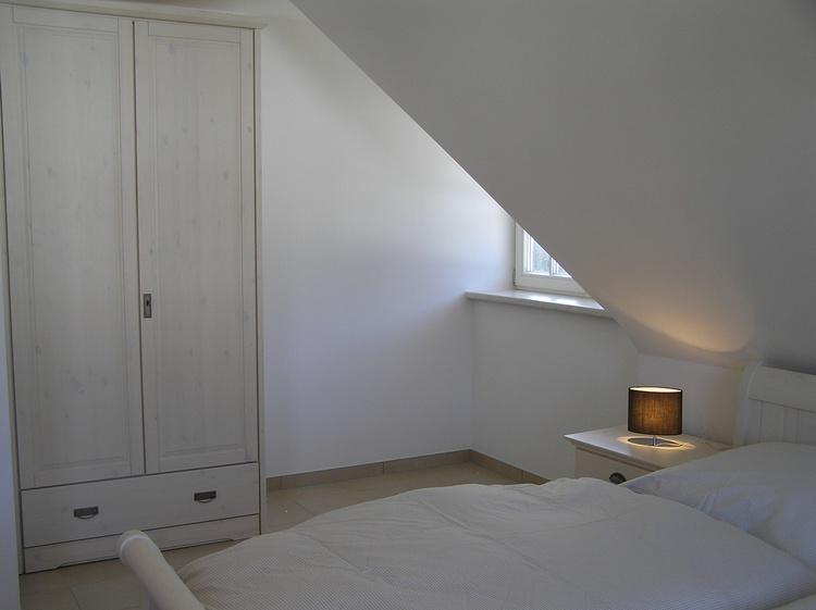 Schalfzimmer mit Doppelbett (180x200) und Kinderbett (bis 4 Jahre)