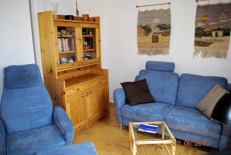 Blick auf die Sitzlandschaft im Wohnraum