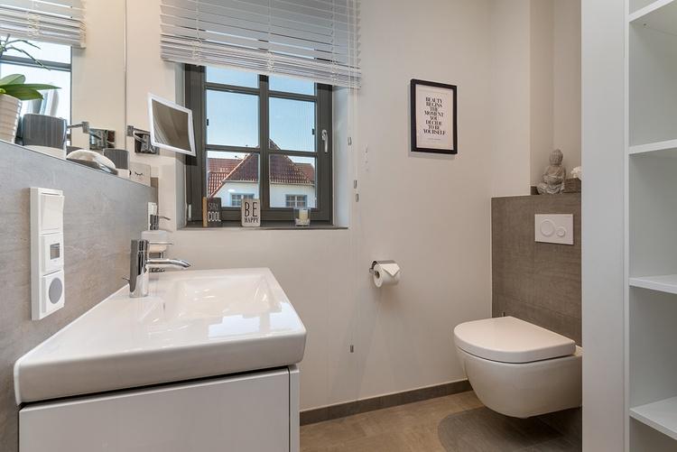 großes Badezimmer Obergeschoss