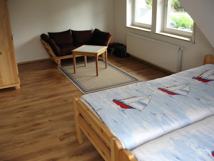 2. Schlafzimmer z.B. Kinder