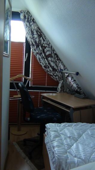 Schlafzimmer mit Bürotisch
