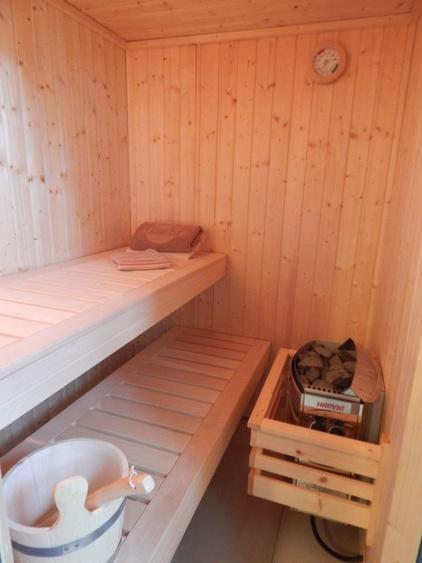 Bad unten mit finnischer Sauna für ca. 4 Personen
