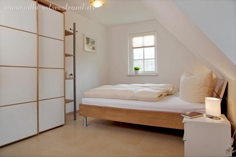 1. Schlafzimmer im OG mit Doppelbett (160x200)