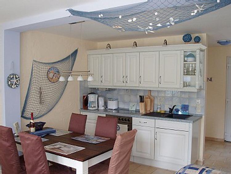 Einbauküche mit Spülmaschine u. allem was man braucht :) u. Sitzbereich