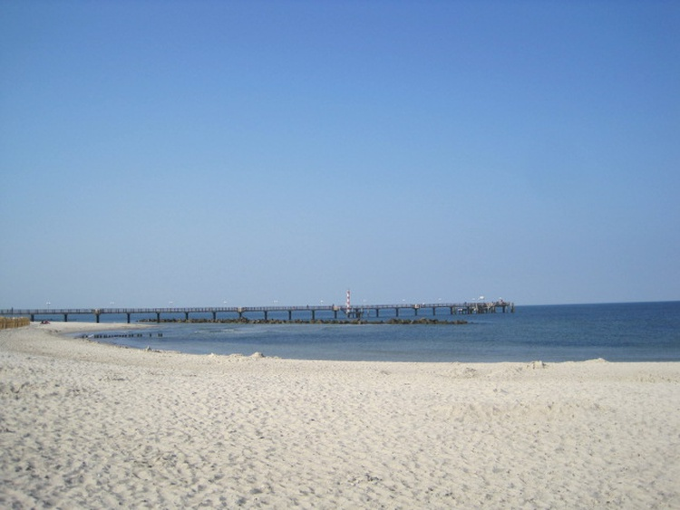 Wustrower Strand mit Seebrücke