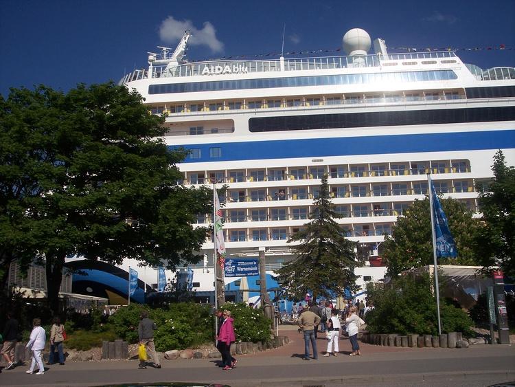 Aida Kreuzfahrtschiff in Warnemünde
