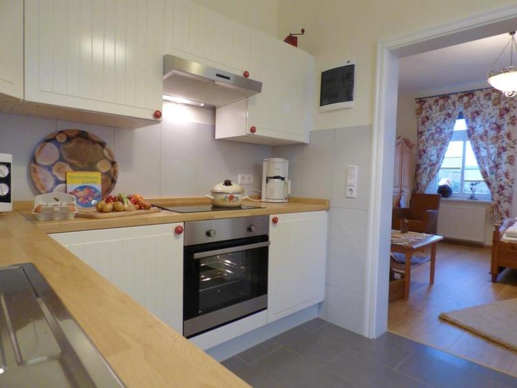 Küche im separaten, aber nicht geschlossenem Raum