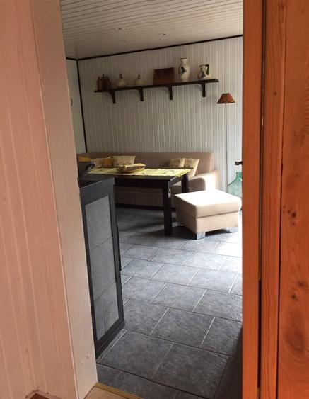 Blick aus Eingangsbereich ins Wohnzimmer