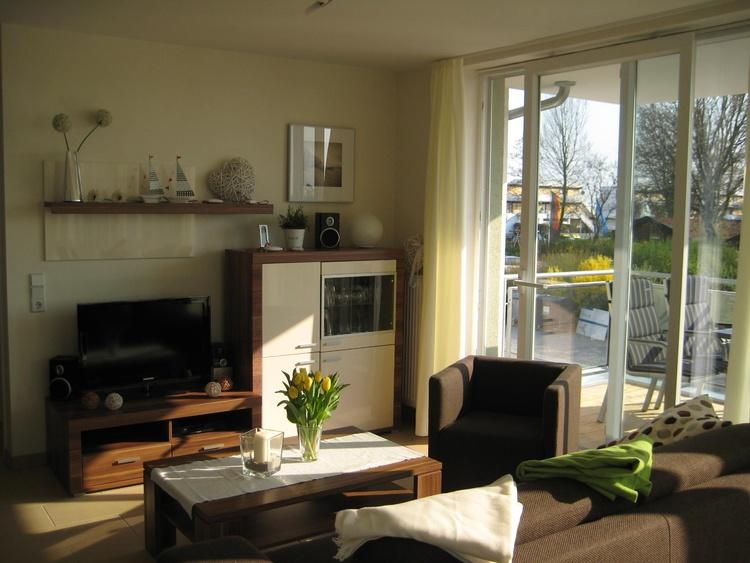 Offener Wohn- Essbereich mit HD Fernseher und WLAN
