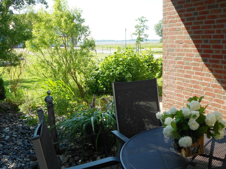 Terrasse, kleiner Garten