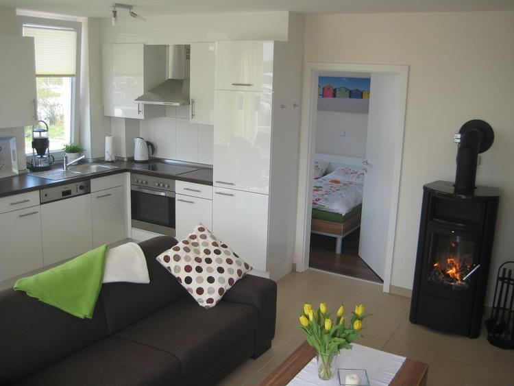 Vollausgestattete Küche mit Kühl und Tiefkühl möglichkeiten. Backofen, Ceranfeld, Spühlmaschiene..en