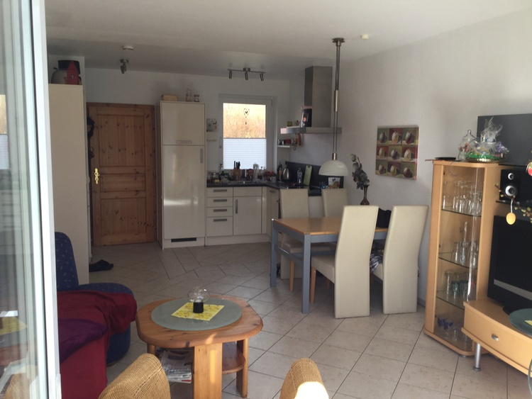 Wohnzimmer mit Küche und Gäste WC