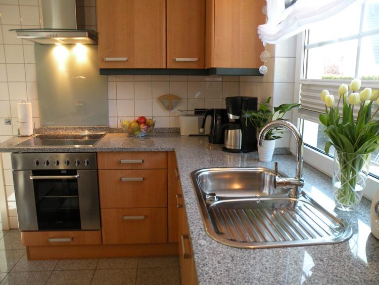 Hochwertige EB-Küche mit extra Sitzplatz