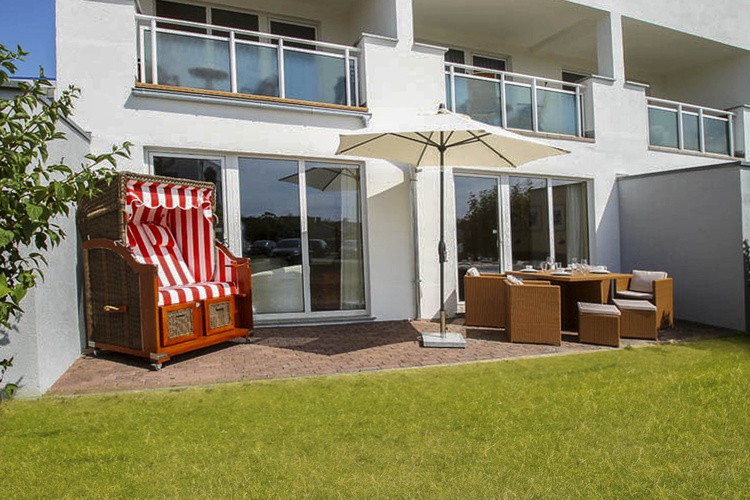 Unsere Terrasse mit Strandkorb