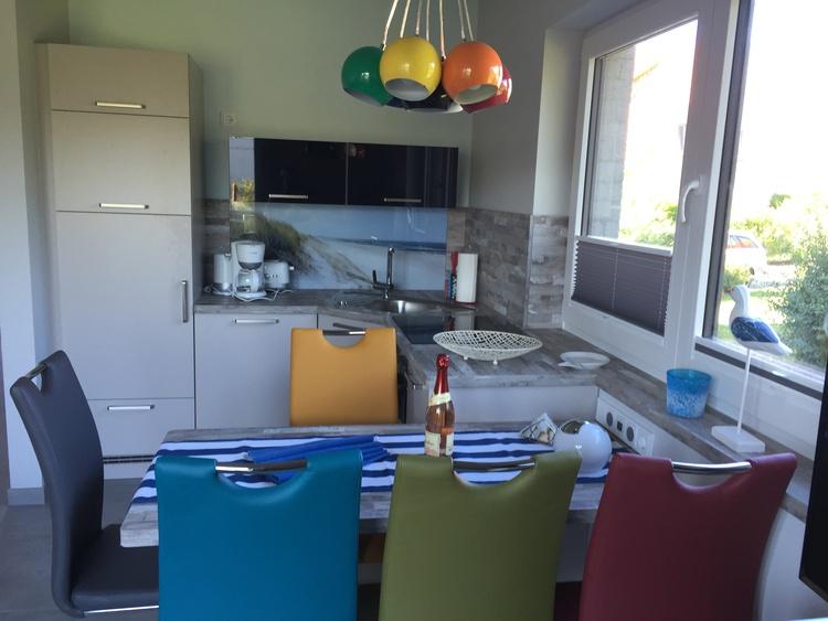 Einbauküche mit Spülmaschine u.allem was man so braucht :) und Sitzbereich