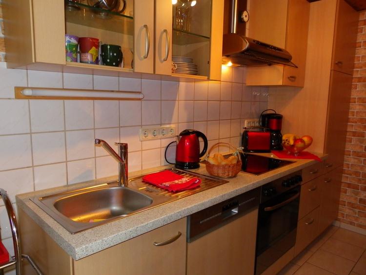 separate voll ausgestattete Küche