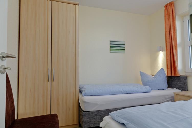 2. Schlafzimmer mit tlw. Einzelbetten