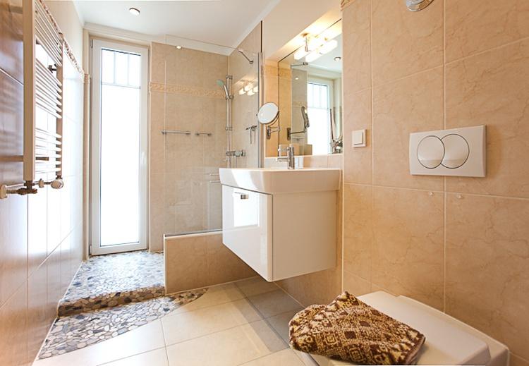 Bad mit offener Dusche