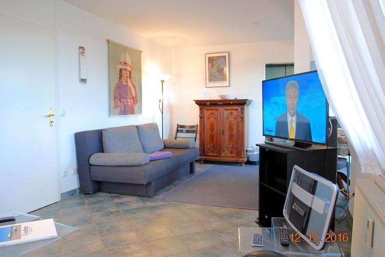 Blick vom Sofa in den Wohnraum