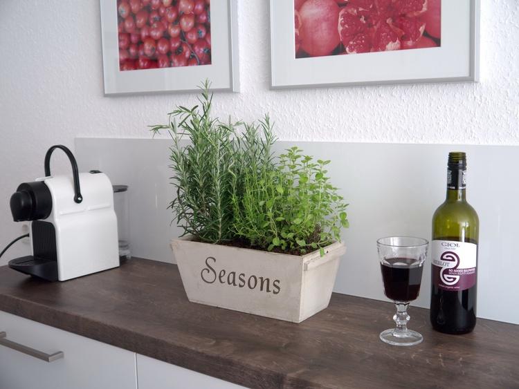 Küche mit Nespresso-Maschine
