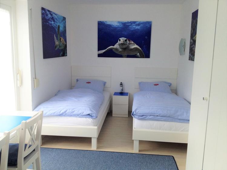 Schlafzimmer 2 + TV