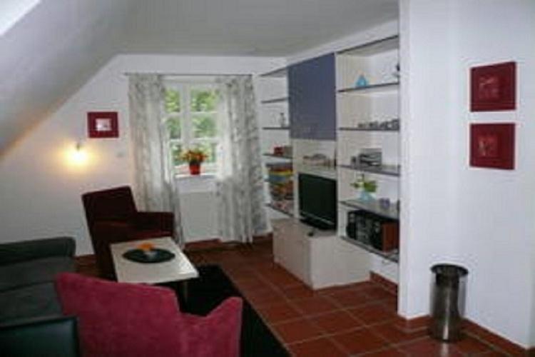 Wohnbereich mit vielen Angeboten: Neuem WLAN-Anschluss, LCD-TV (66 cm; Stereo-Anlage, Tischspiele u.