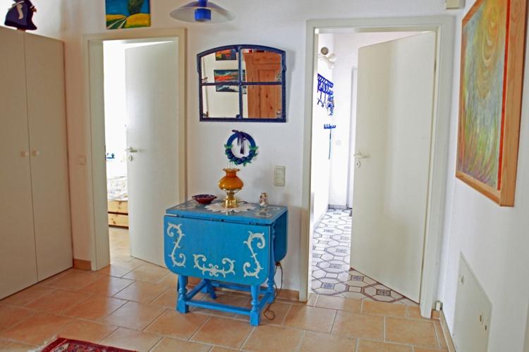 Sicht auf Eingangsbereich und Schlafzimmer