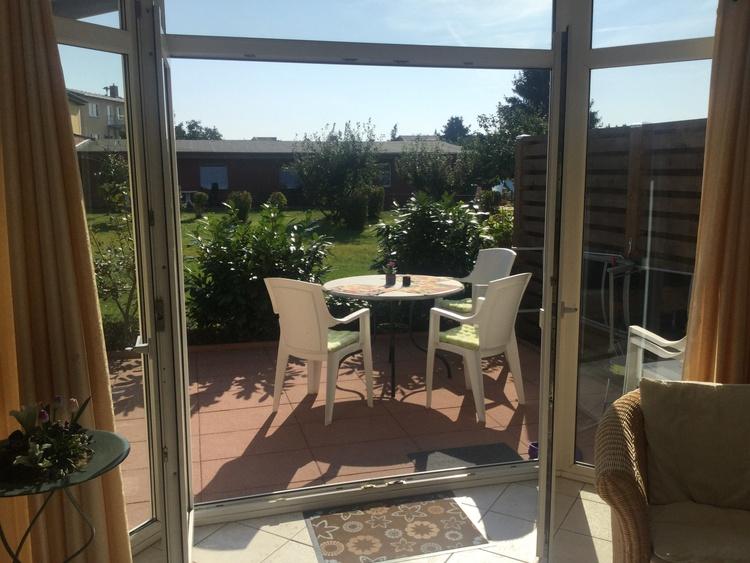Wohnraum/Terrasse mit Spielwiese