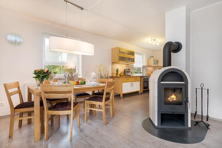 Essbereich mit Kamin/Küche