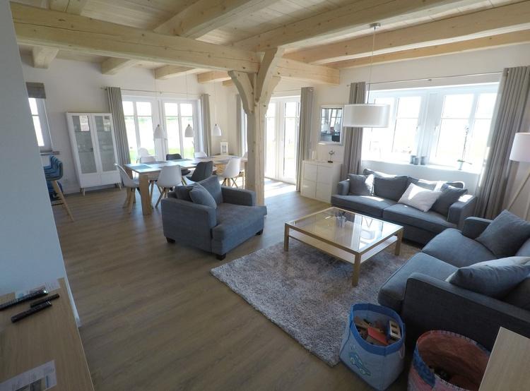 Großes Wohn- und Esszimmer mit Big Sofas