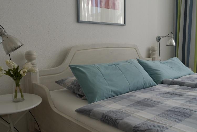 Schlafzimmer mit Verdunklungsgardinen