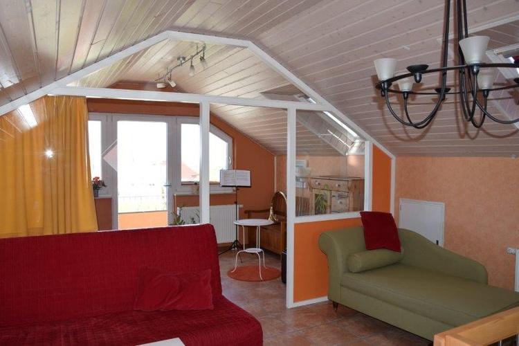 Wohn- und Balkonzimmer im OG