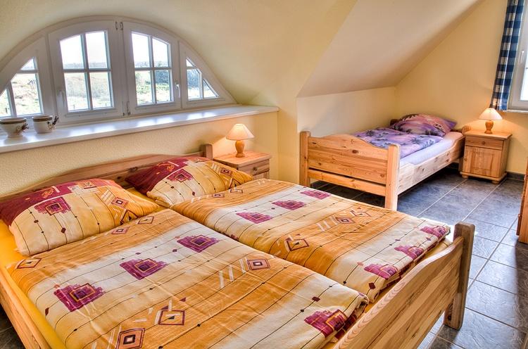1. Schlafzimmer 1 Dppelbett und 1 Einzelbett