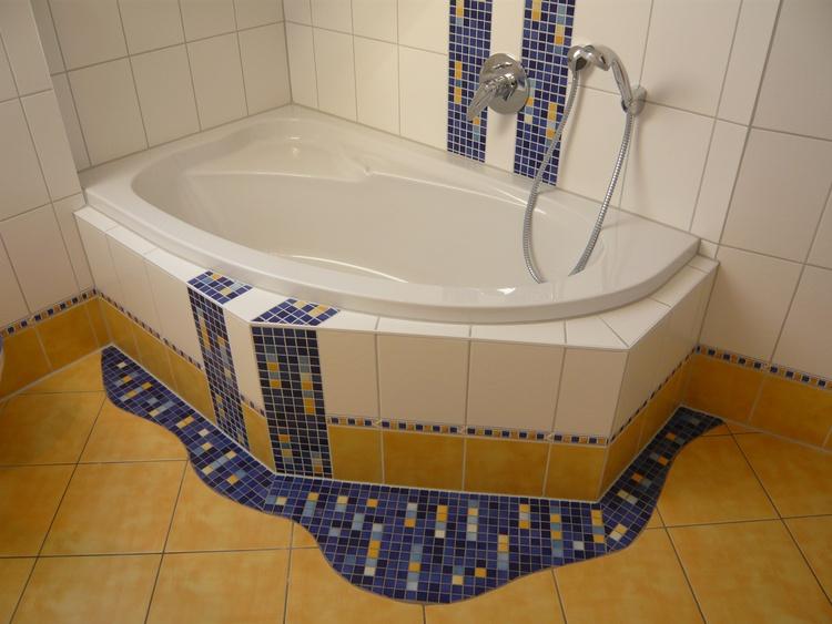 Bad oben Wanne, DU, Waschplatz, WC