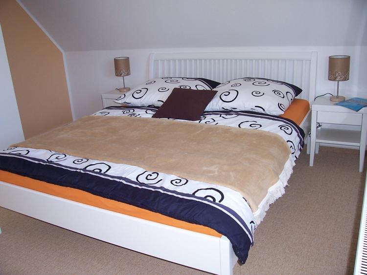 2. Schlafzimmer mit Doppel und Einzelbett