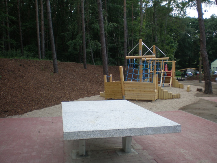 Spielplatz mit Tischtennisplatten