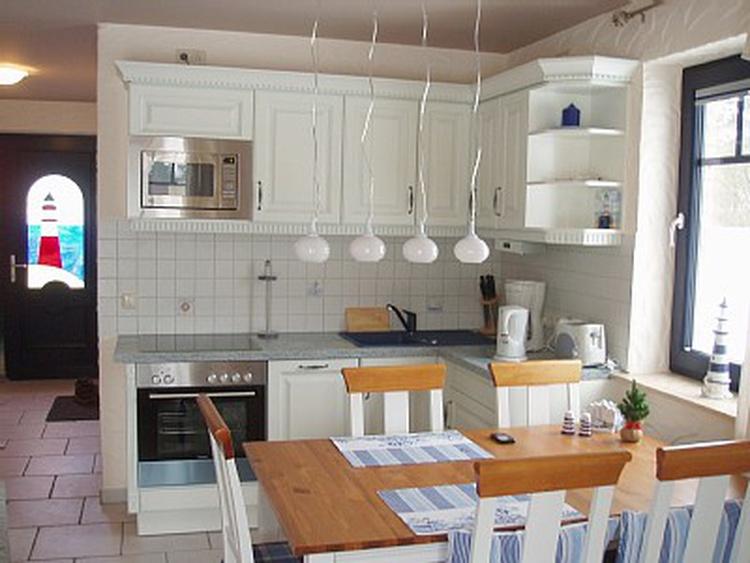 Einbauküche mit Spülmaschine und allem was man braucht :) und Eßbereich