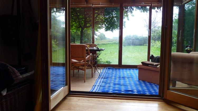 Große schöne und ruhige Glasterrasse zum Lesen und Entspannen