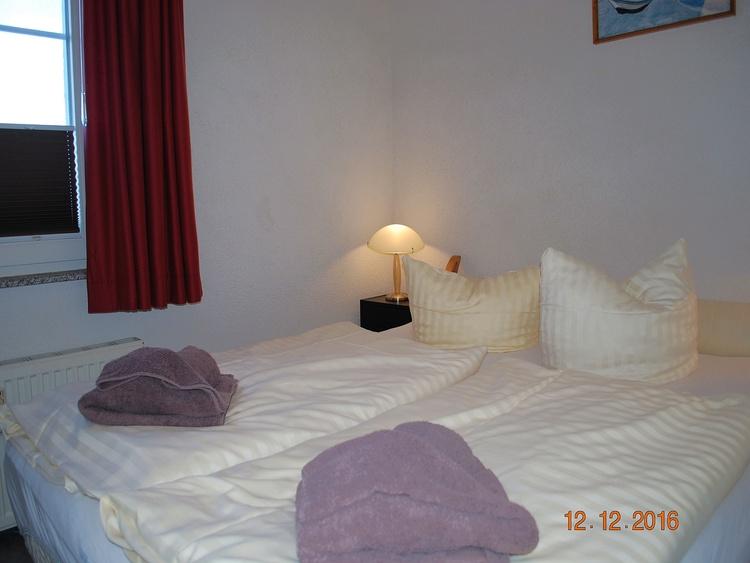 Blick in den 2. Schlafraum mit Doppelbett