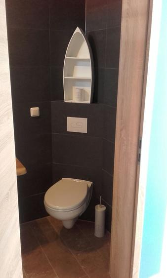 modernes Bad mit Dusche / WC