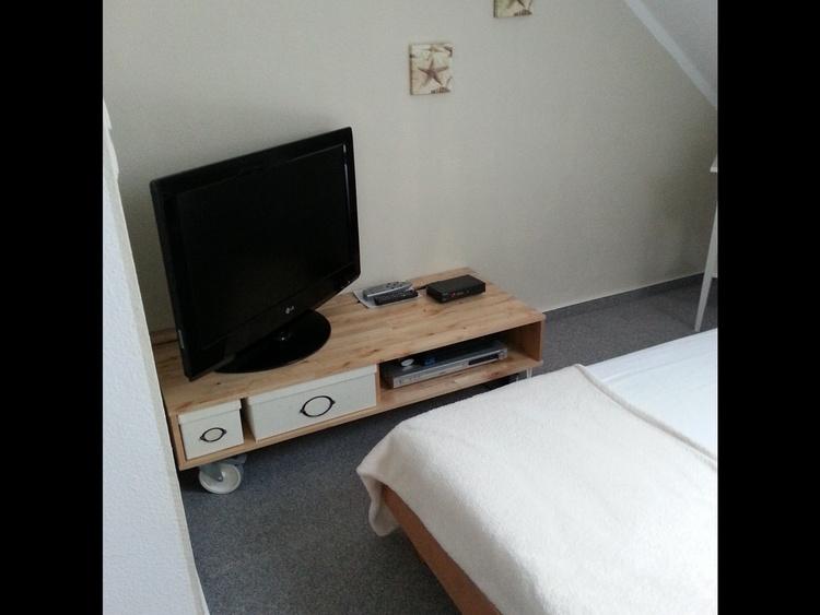 Dachspitz Bett 140cm, Flach-TV u.DVD