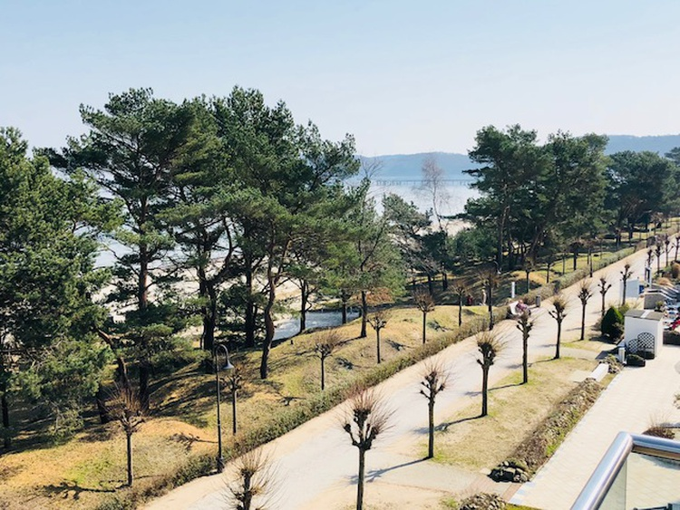 mit Blick auf die Strandpromenade