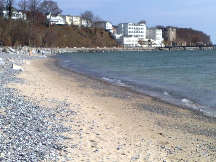 Strand am Hafen in Sassnitz