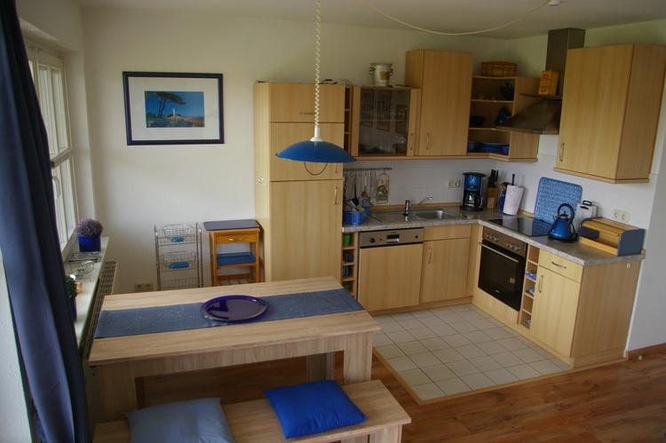 Komfort-Küche mit Esstisch