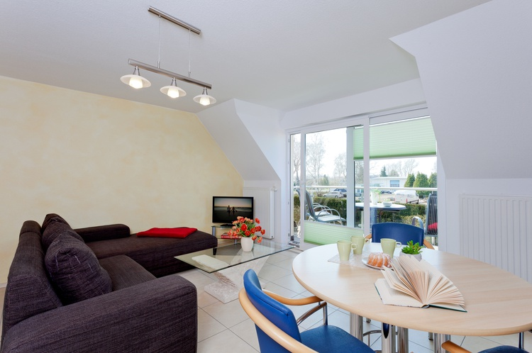 gemütlicher Wohnbereich mit Balkon