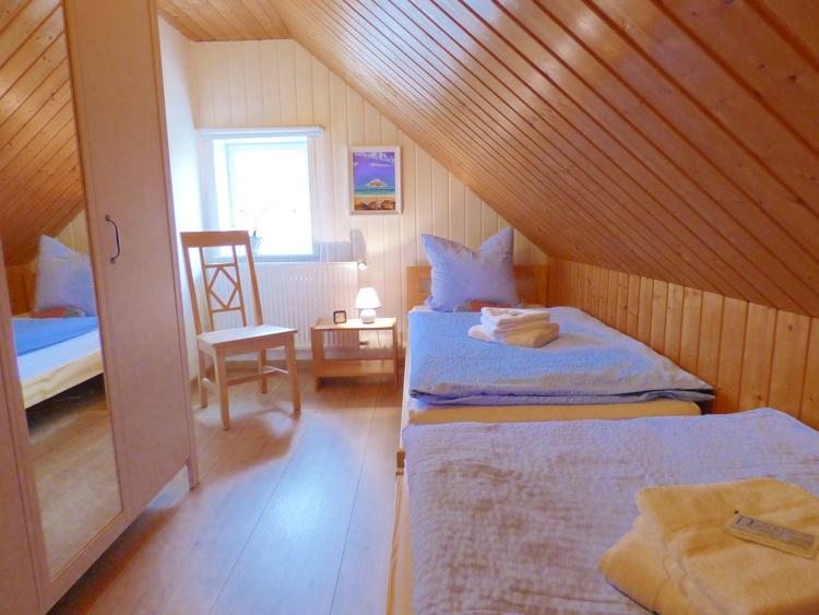 Schlafzimmer3- 2 EB 90/200
