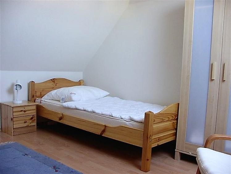 Einzelbett im Schlafzimmer